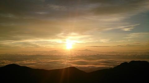 32燕岳の朝