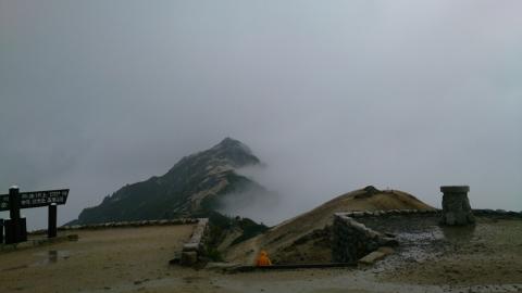 00雨の燕岳