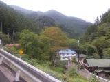 峰谷バス停に到着