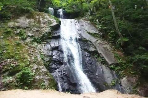 函滝(剣のように見えるという)