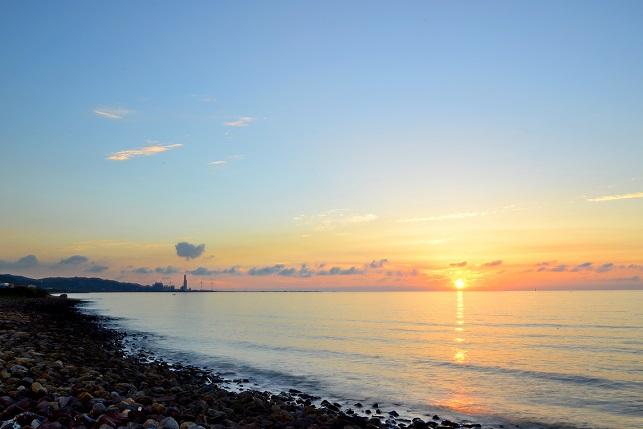 海岸線に日が沈む(1)