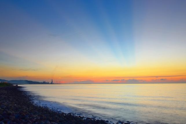 海岸線に日が沈む(2)