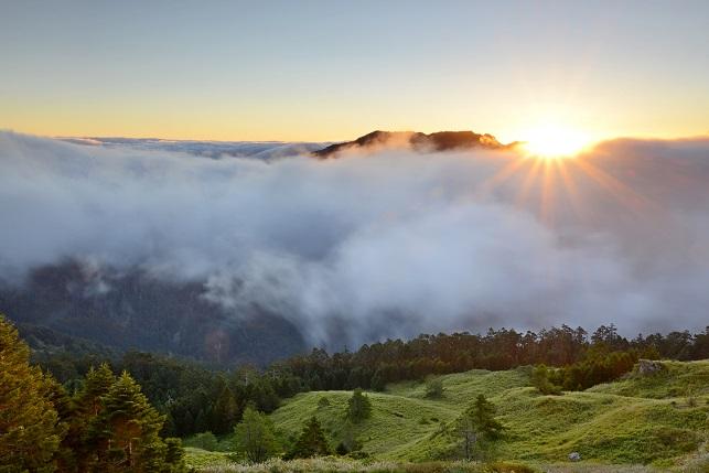 壮大なる山の夜明け(2)