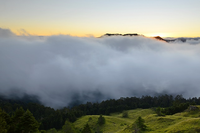 壮大なる山の夜明け(1)