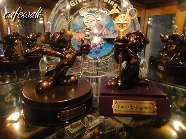 TDR 25th Mickey Bronze Statue 6
