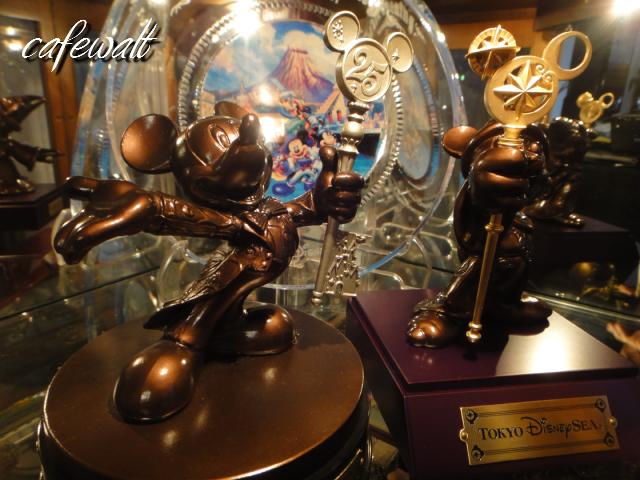 TDR 25th Mickey Bronze Statue 7