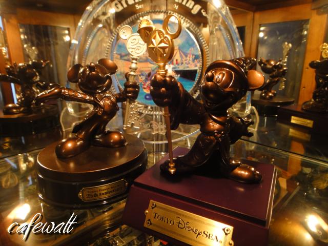 TDR 25th Mickey Bronze Statue 8