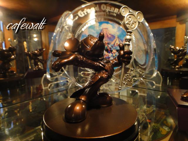 TDR 25th Mickey Bronze Statue 9