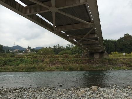 橋の下でBBQ