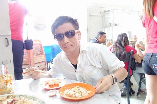 海南鶏飯を食べる
