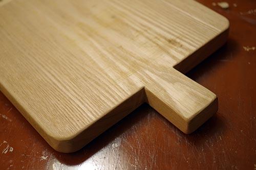 タモ材で手作りまな板