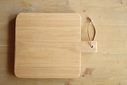 タモ材のカッティングボード