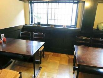 14-10-11 店内テーブル