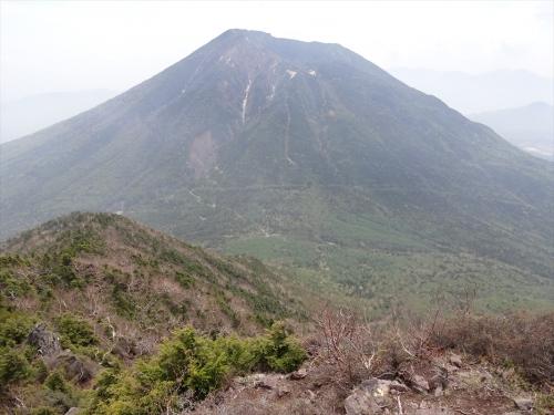 大真名子山から男体山