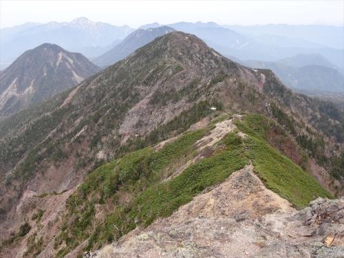 帝釈山へのヤセ尾根岩稜歩き