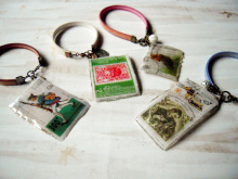 chuwa (ちゅわ)のブログ-旅の切手バッグチャーム4種