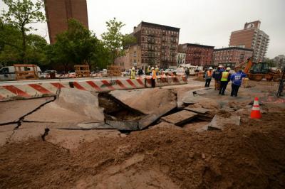 Giant-sinkhole-opens-up-in-front-of-Katz's-Delicatessen-in-New-York