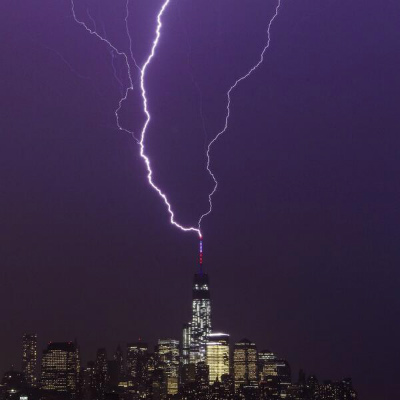 Two-bolts-of-lightning-strike-One-World-Trade-Center-May-24-2014.jpg