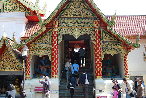 寺院の入口