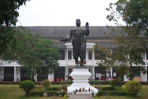 王様の銅像