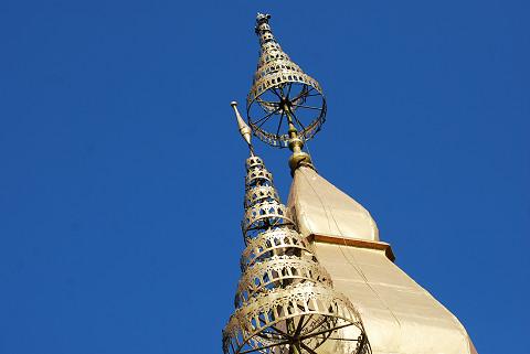 黄金の塔が