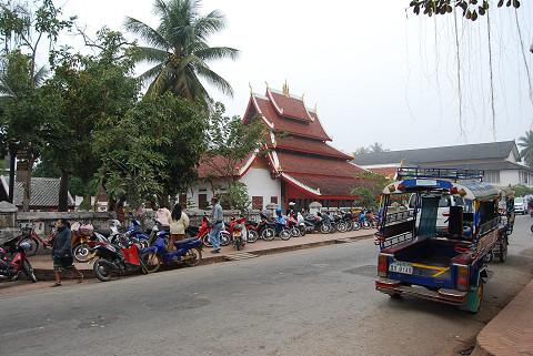 王宮博物館前のお寺