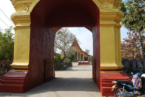 お寺の門が