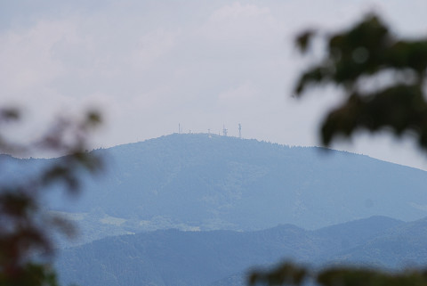 遠くの山は萩太郎山では