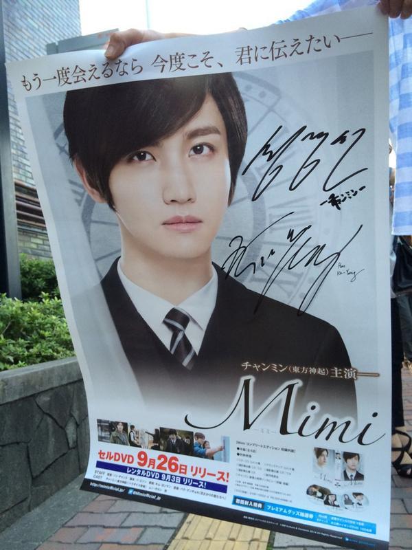 サイン入りポスターをGETした人に写真を撮らせてもらいました。