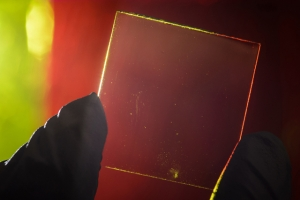 micigan-univ_transparent_solar_cell_image2.jpg