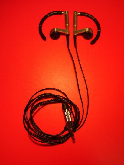 Bang & Olufsen製イヤホン・A8 Earphonesの修理済状態の写真です。 2014-07-20 19 09 34