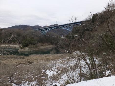 三ヶ木発電所跡付近より道志川を望む