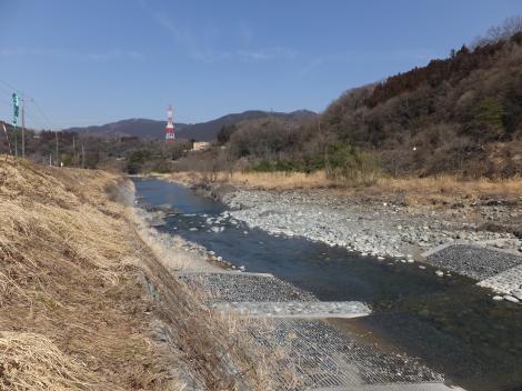 道志川左岸より水道橋方面を望む