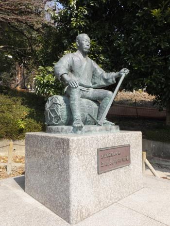江成久兵衛翁像