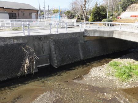 相模原幹線用水路(大堀)排水口・亀形橋付近
