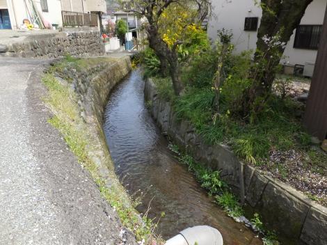 流下する松田用水
