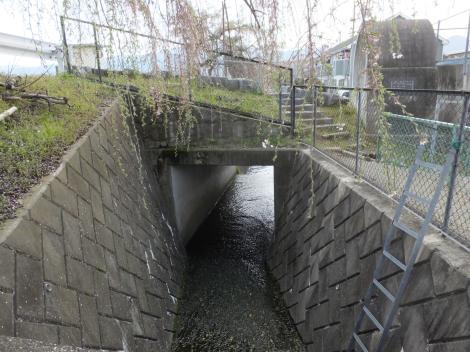 酒匂川左岸幹線用水路・川音川サイフォンと交差