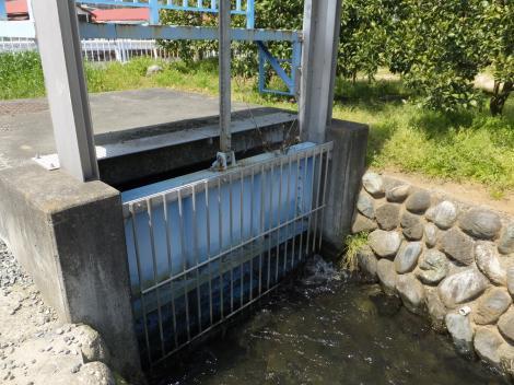 松田用水・尺里川サイフォン吐口