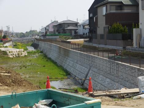 宮川橋より鶴見川捷水路下流を望む