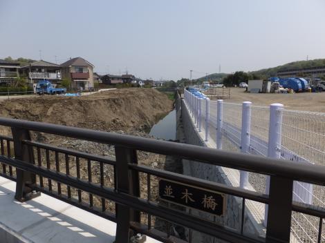 鶴見川捷水路・並木橋より下流を望む