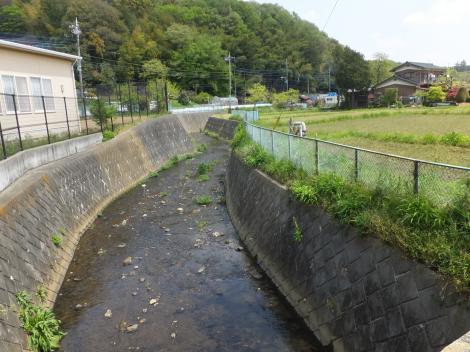 新橋より鶴見川下流を望む