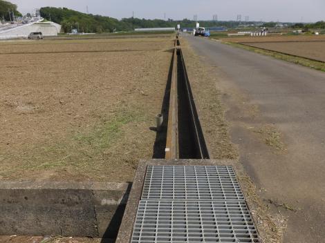 相模原幹線用水路(大堀)と当麻地区の田んぼ