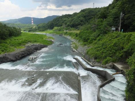 弁天橋より道志川下流を望む