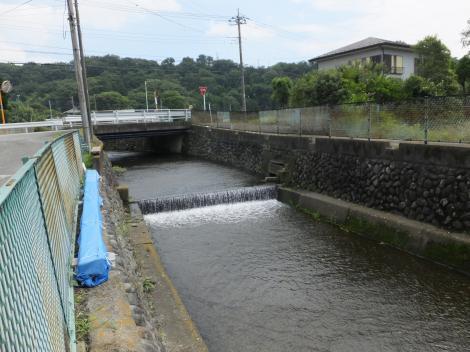 栗沢を横断する仙台下頭首工・用水路