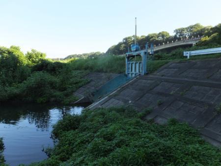 仙台下用水路排水門