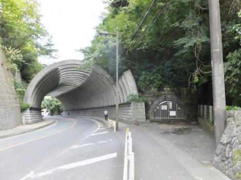 鎌倉街道・巨福呂坂洞門