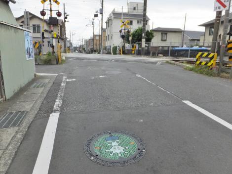 有馬系統水道みち・大町2横須賀線踏切