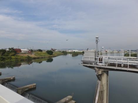 水分橋より庄内川上流を望む