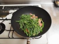 ニラと魚肉ソーセージのピリ辛34