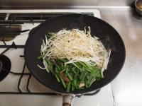 ニラと魚肉ソーセージのピリ辛35